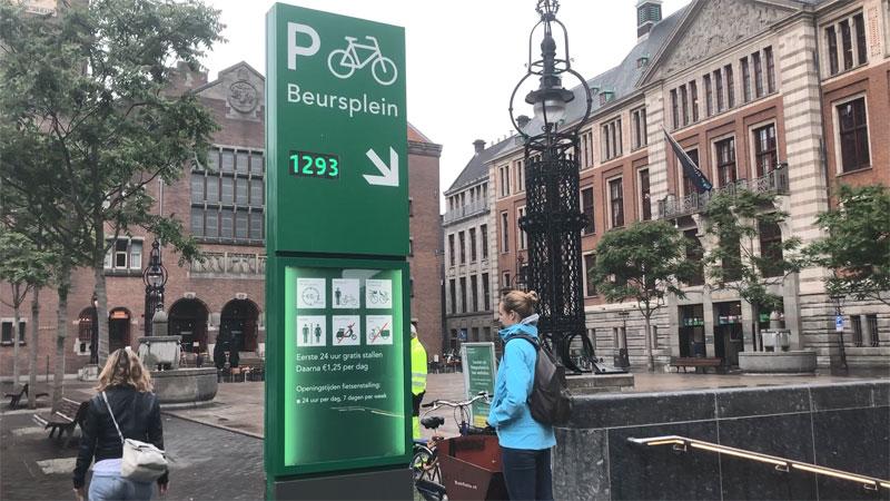 Underground bicycle parking garage (Foto: Mark Wagenbuur/Bicycle Dutch)