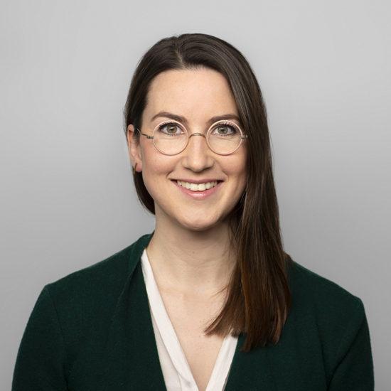 Dr. Julia Jarass