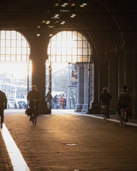 Blockdurchwegung in Amsterdam (Foto: Craig Kydd/Unsplash)